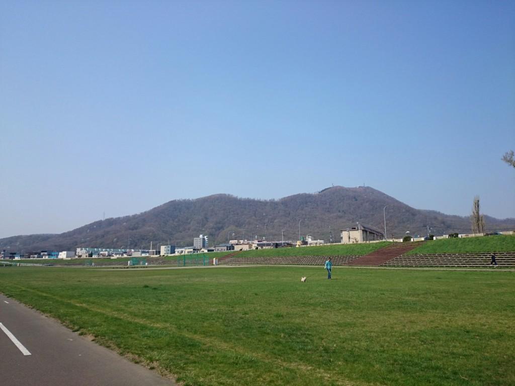 豊平川から見える山