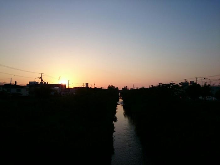 新川の夕日
