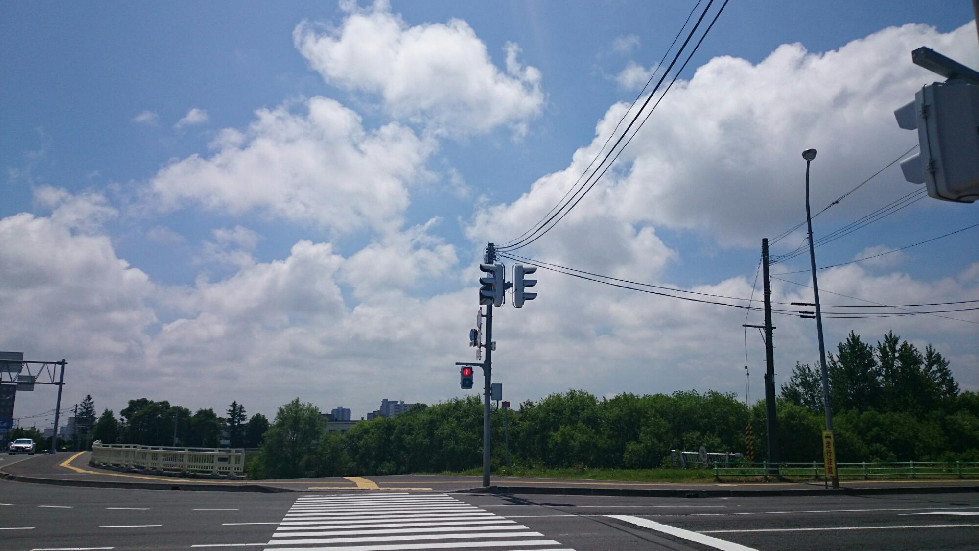 東橋付近の交差点をクロスバイクCYLVA F24で渡るよ