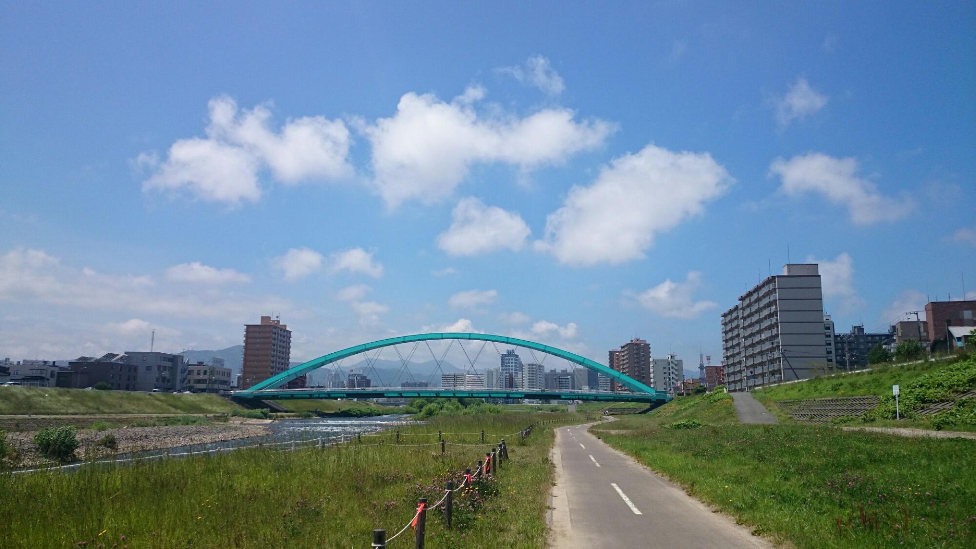 豊平川にかかる水穂大橋。豊平川サイクリングロードにて。クロスバイクCYLVA F24でサイクリング。