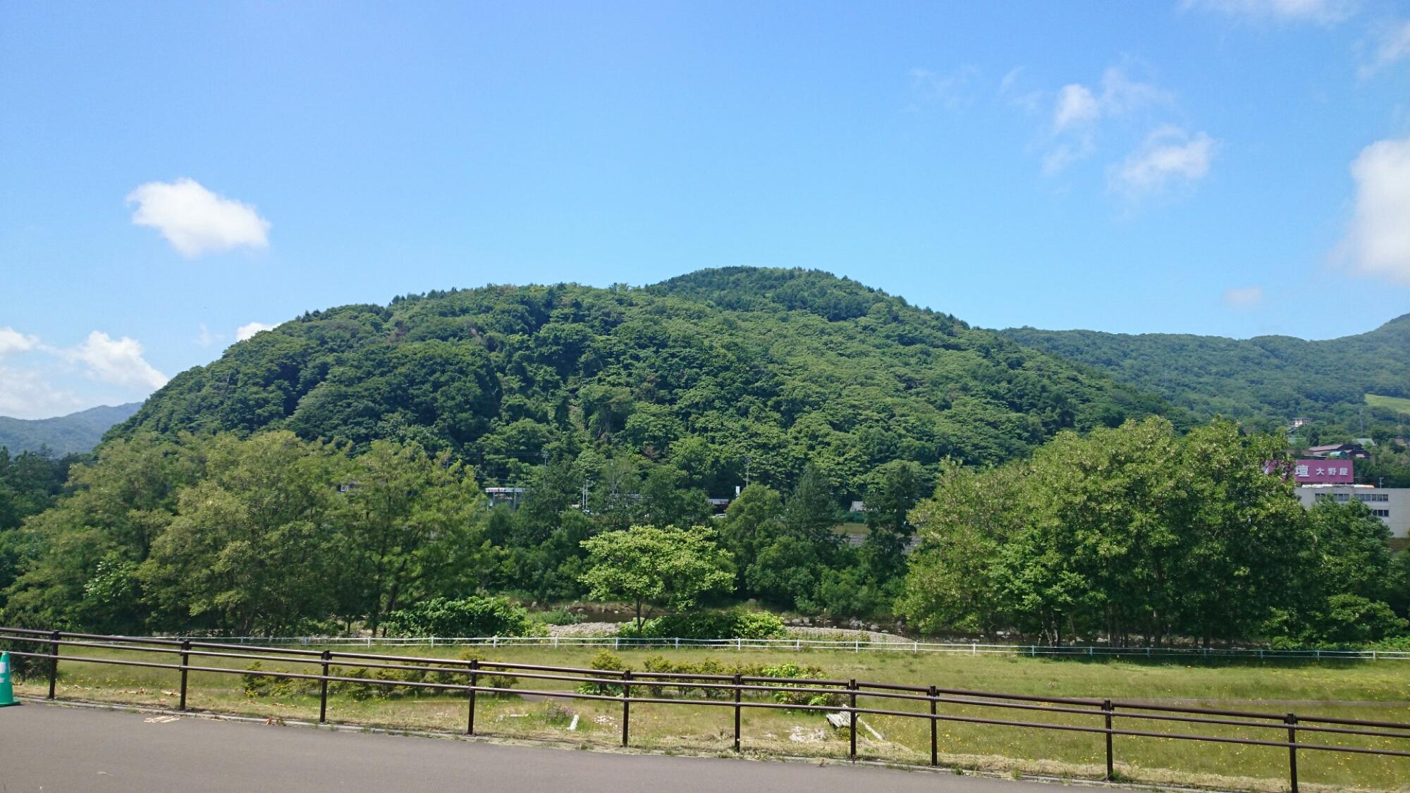 山がとにかくキレイ。豊平川サイクリングロードより。クロスバイクCYLVA F24でサイクリング