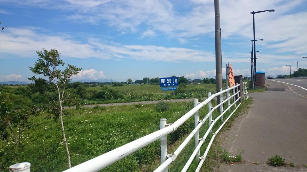 札幌から江別へのサイクリング途中で厚別川を渡った。雲が夏っぽい
