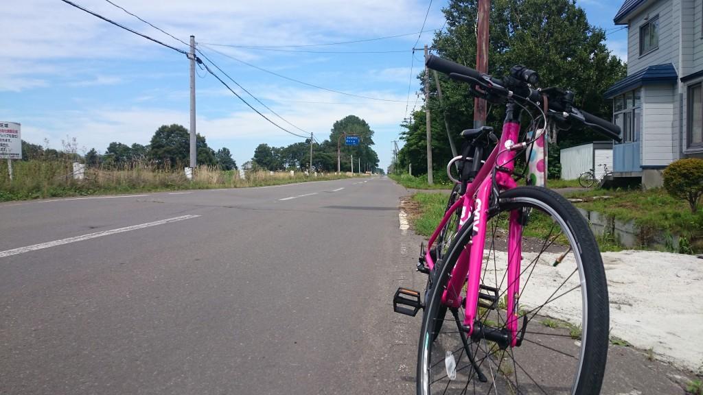 CYLVA F24と田舎道。札幌から江別に向かうサイクリングの途中で。