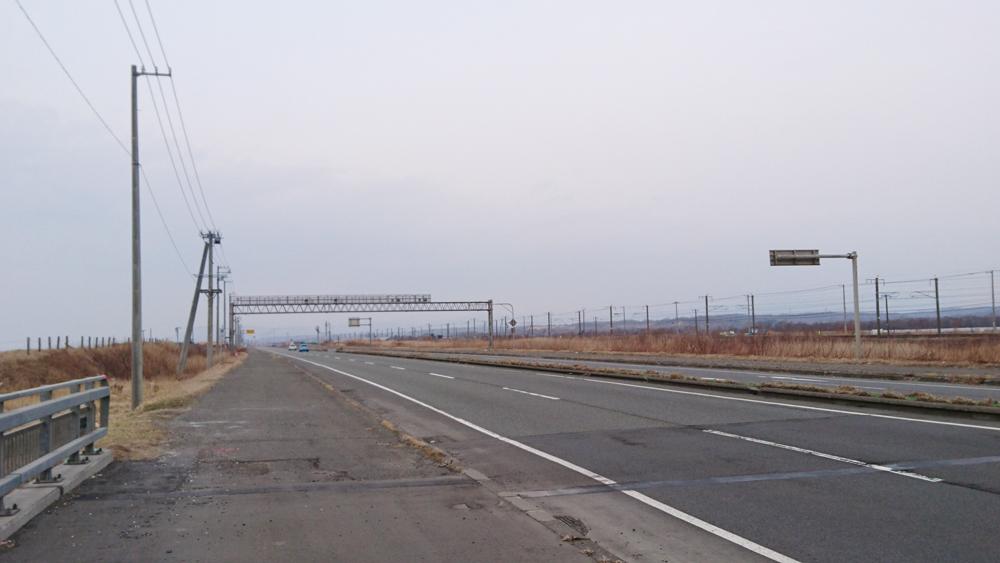ロードバイクで苫小牧から室蘭へ行きます!苫小牧と白老の市境。