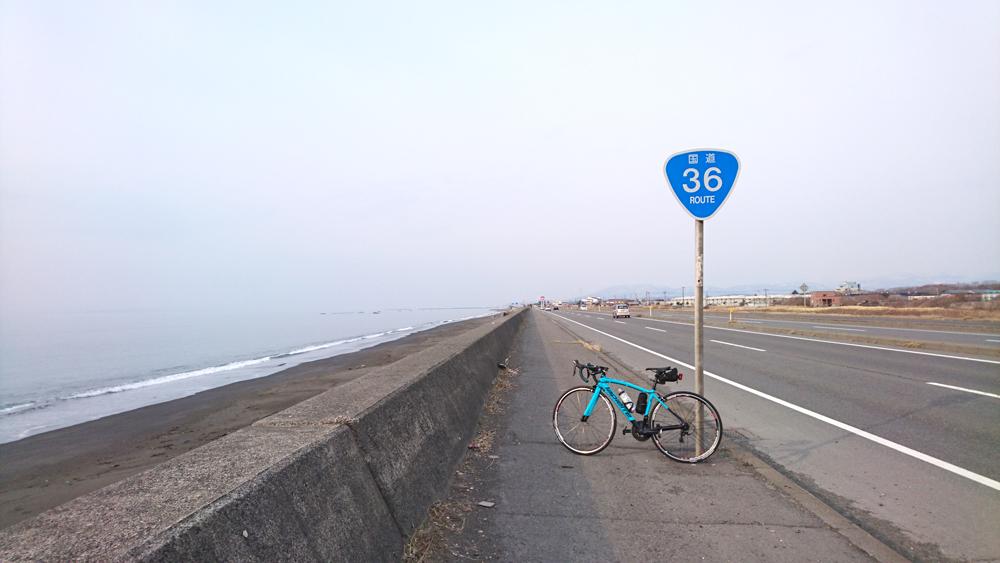 ロードバイクで苫小牧から室蘭へ行く途中に見つけた36号線と海