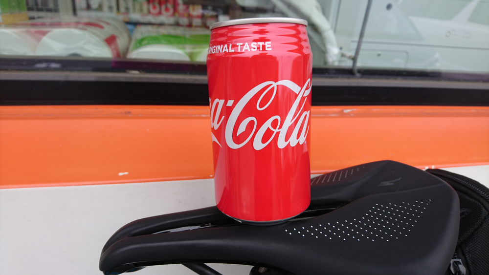 ロードバイクで苫小牧から室蘭へ行く途中で飲んだコーラ!